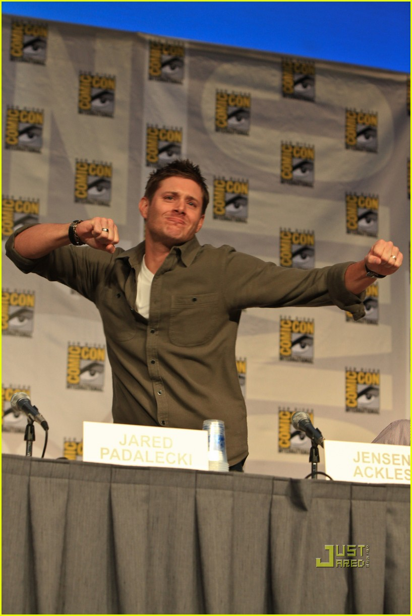 jensen ackles comic con jared padalecki 01