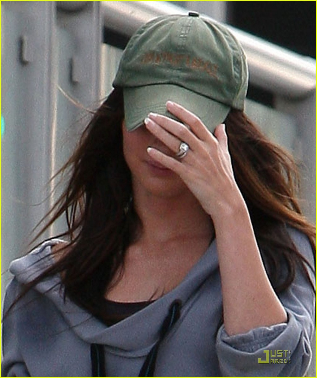 Full Sized Photo Of Megan Fox Wedding Ring 02 Photo