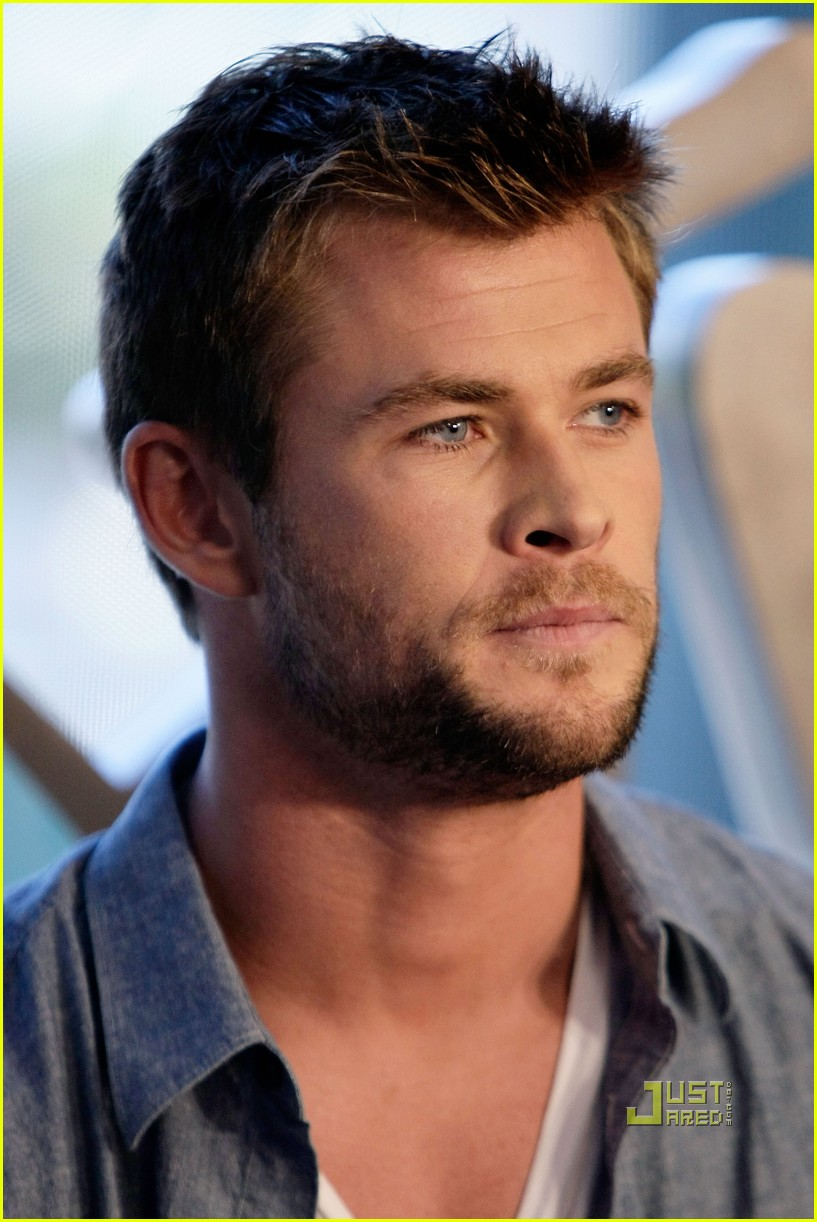 Chris Hemsworth Thors Out At Comic Con Photo 2468864