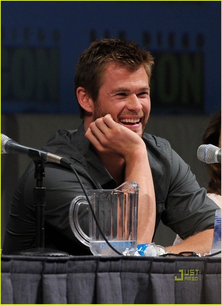 chris hemsworth thor comic con 20