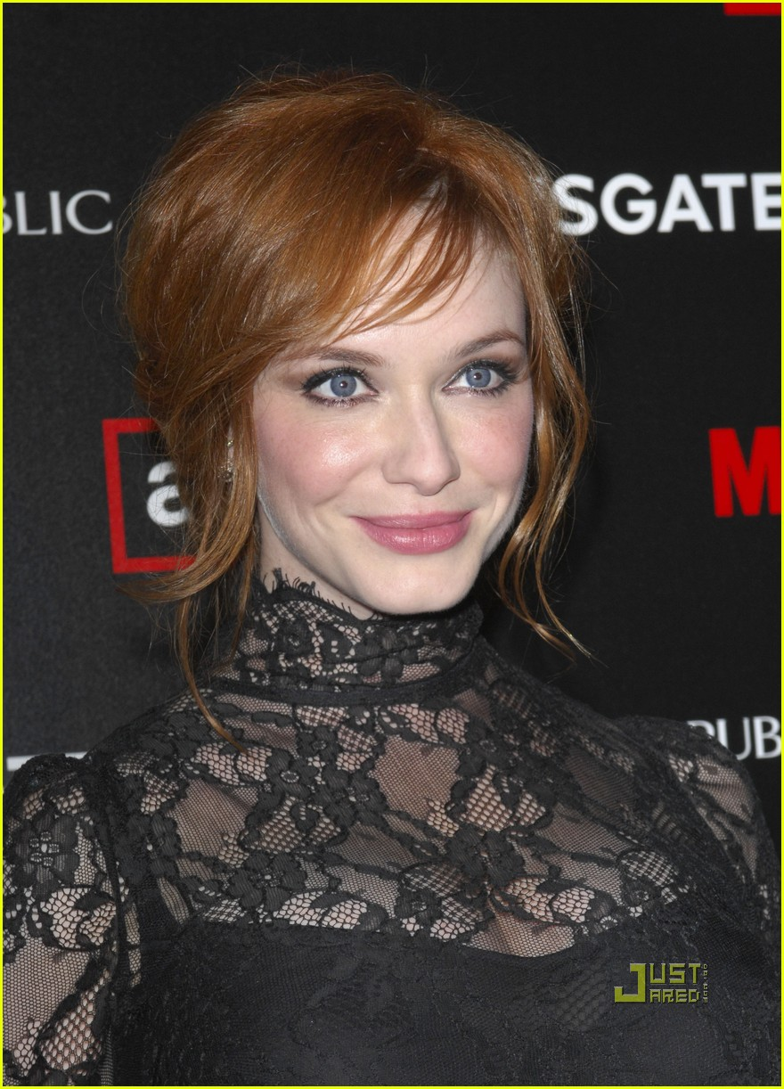 christina hendricks elisabeth moss vincent kartheiser mad men season 4 premiere 02