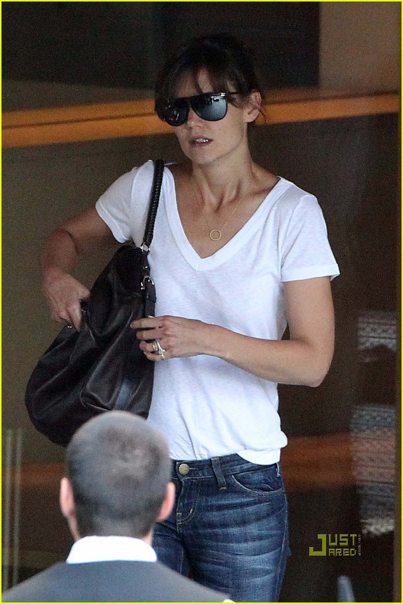 katie holmes tucked in tee 03