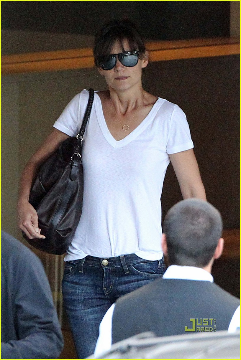 katie holmes tucked in tee 07