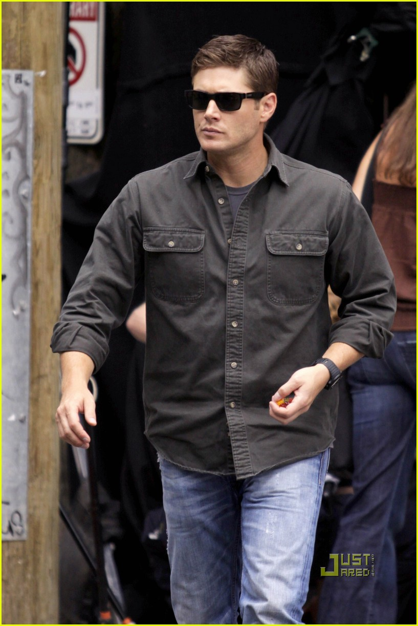 jensen ackles gummy snacks 05