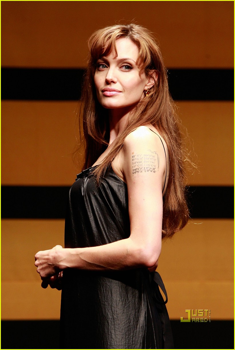 angelina jolie salt seoul press conference 08