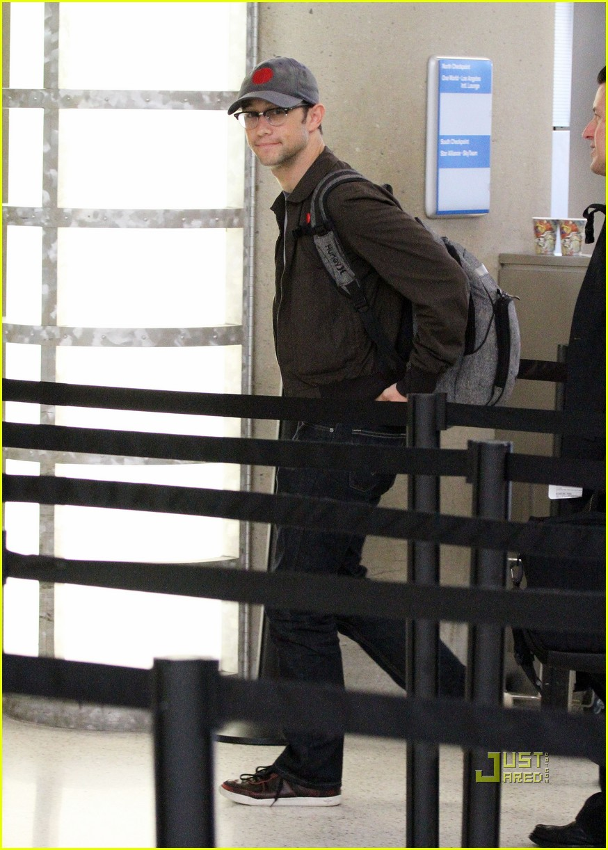joseph gordon levitt flight at lax 032464218