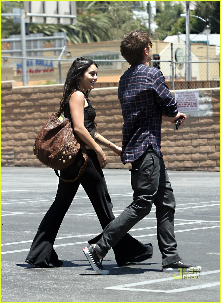 zac efron vanessa hudgens rent lunch 03