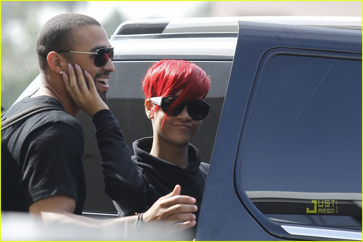 rihanna matt kemp kiss lax 01