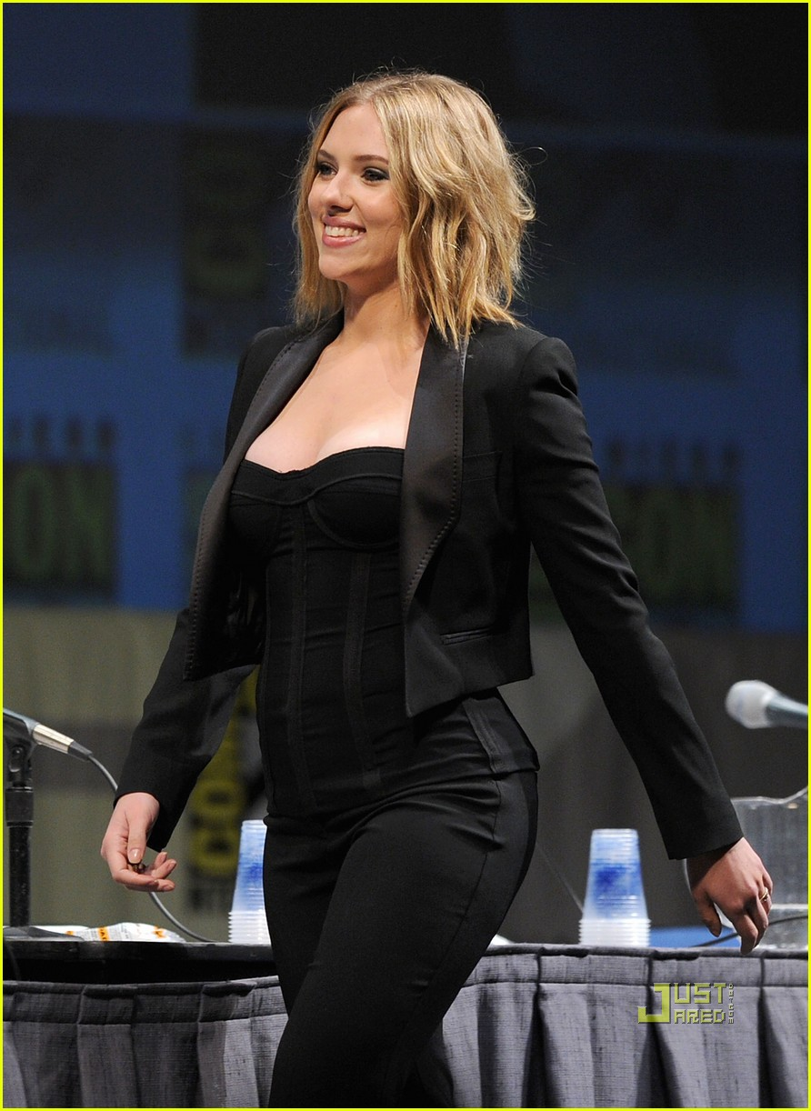 scarlett johansson comic con 10