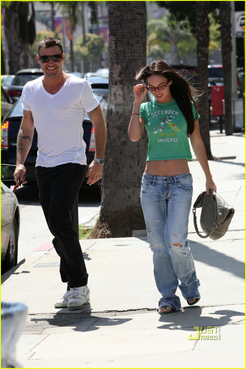 megan fox voltron shirt brian austin green lunch sherman oaks 03