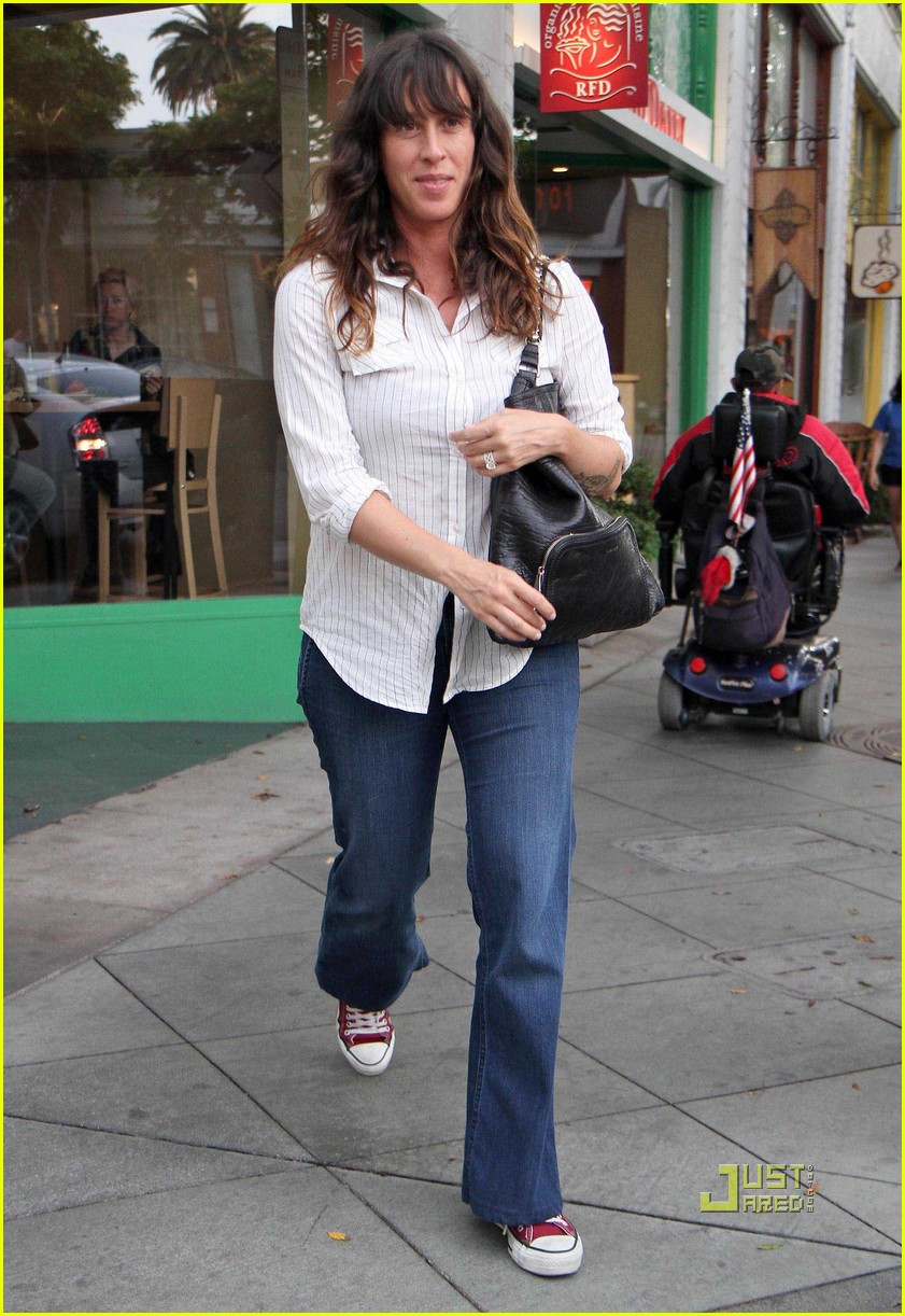 alanis morissette mario treadway real food daily 022475729