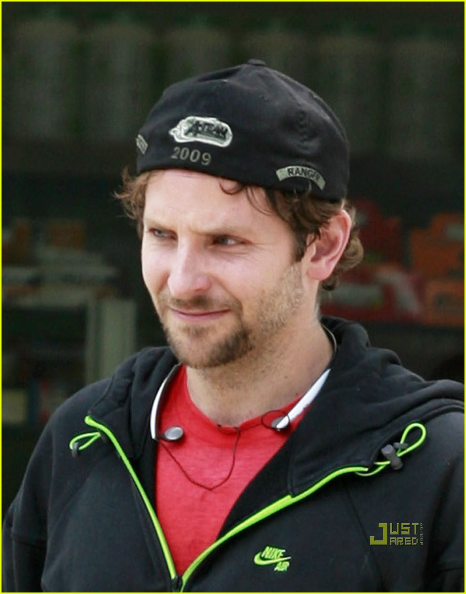 bradley cooper to honeymoon with robert deniro 04