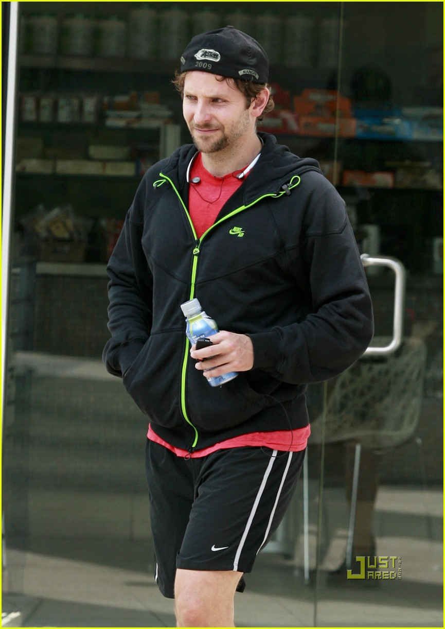 bradley cooper to honeymoon with robert deniro 062471432