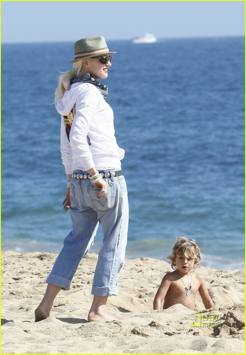 gwen stefani kingston zuma beach 03
