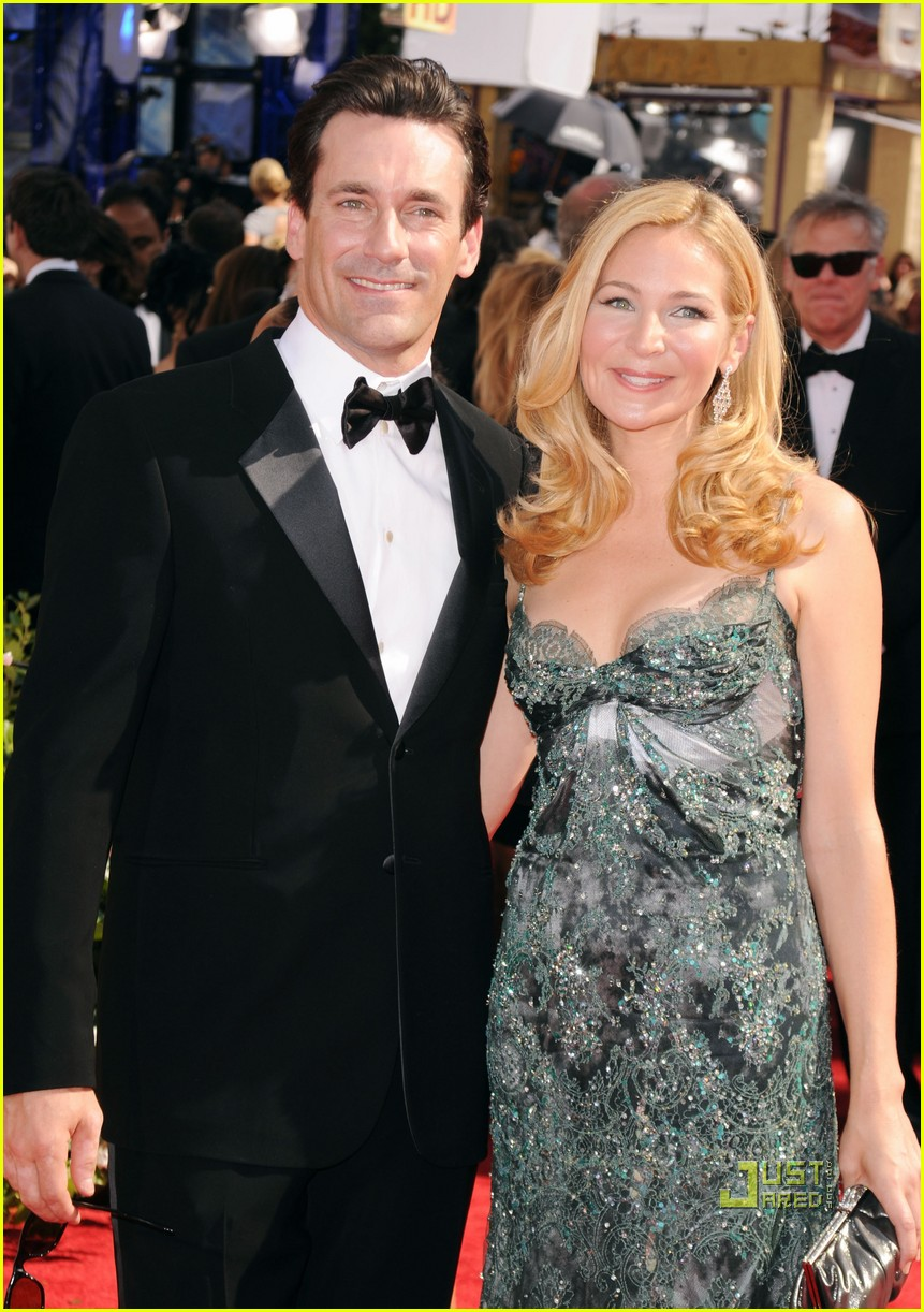 jon hamm jennifer westfeldt emmys 2010 red carpet 01