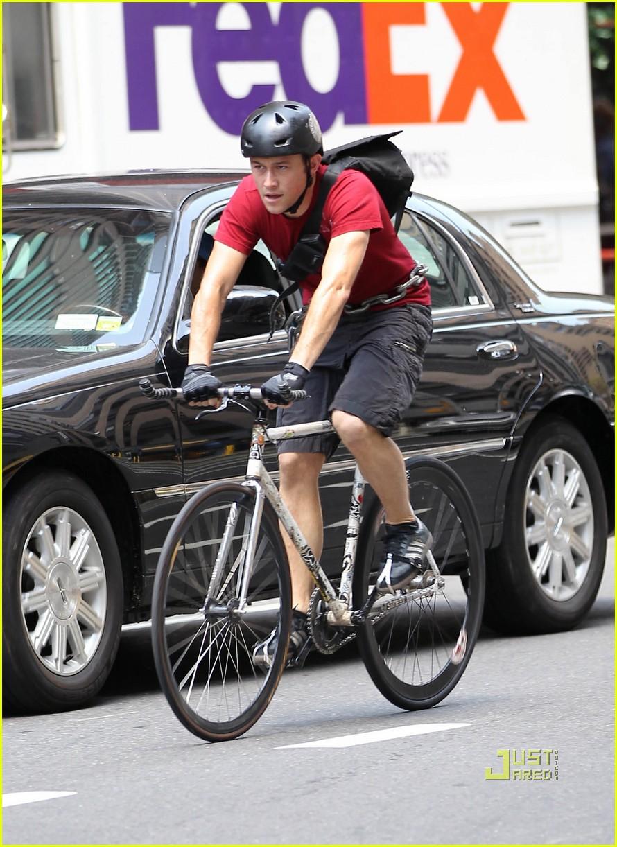 Full Sized Photo of joseph gordon levitt bike premium rush 11 | Photo ... Joseph Gordon Levitt