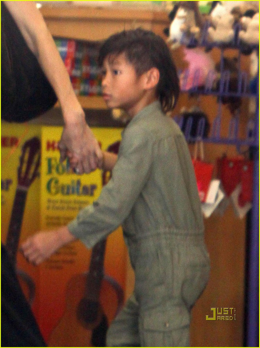 angelina jolie rockridge kids toy store 04