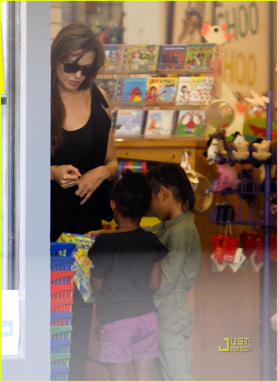 angelina jolie rockridge kids toy store 08