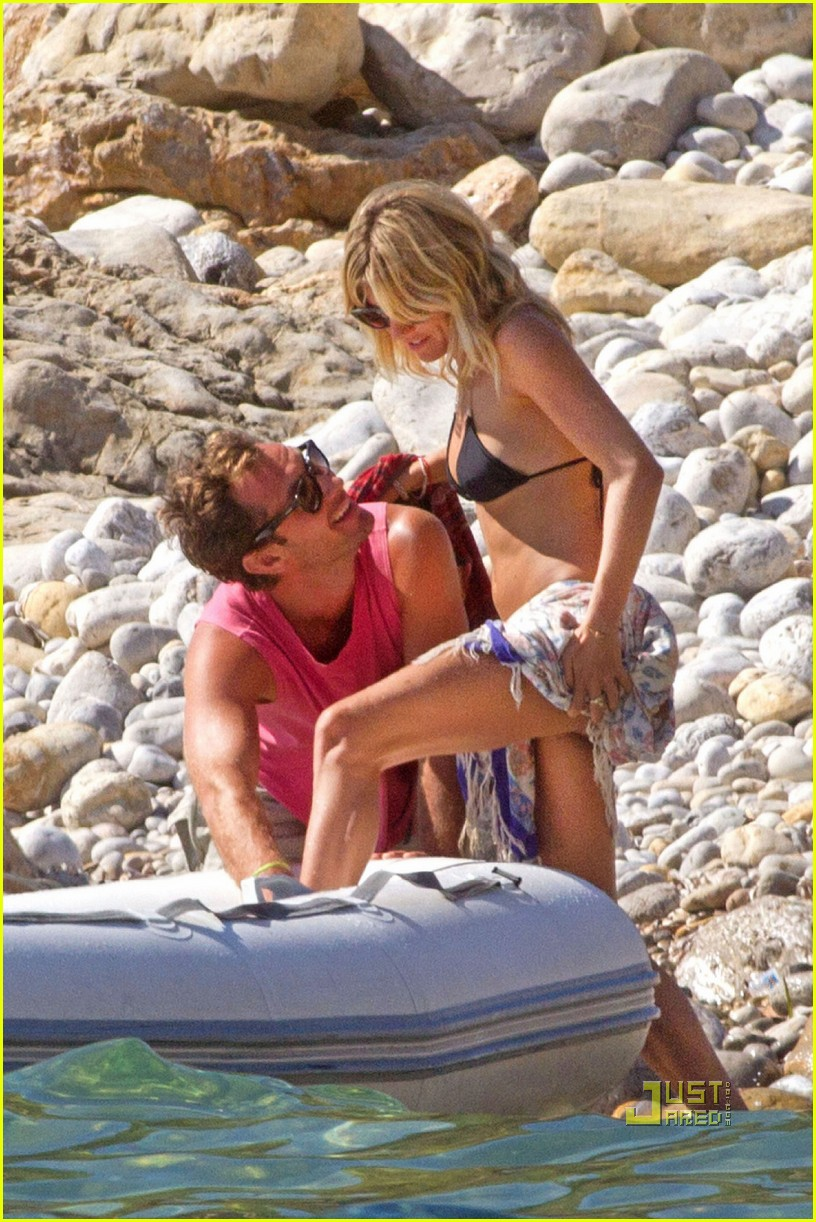 jude law sienna miller ibiza 01
