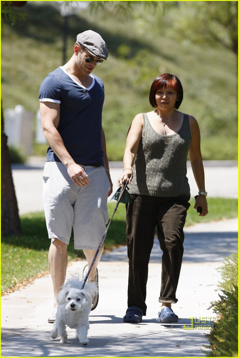 kellan lutz uhaul truck dog walking 212471245