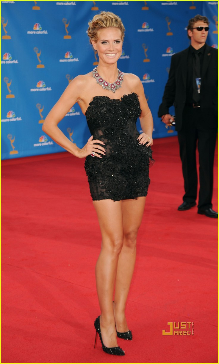 heidi klum seal emmys 2010 red carpet 01