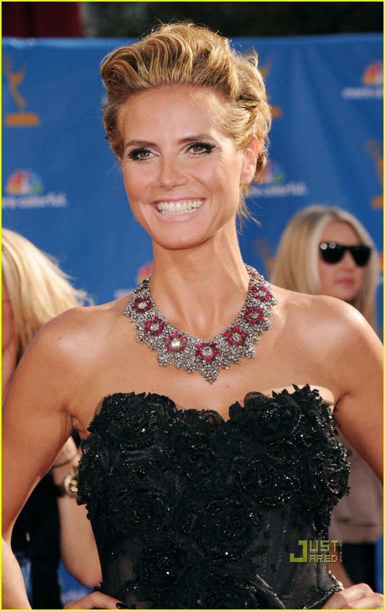 heidi klum seal emmys 2010 red carpet 06