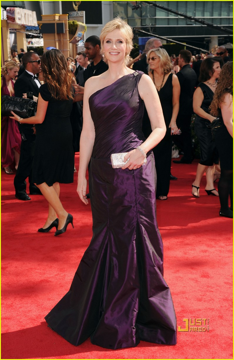 jane lynch emmys 2010 red carpet 01