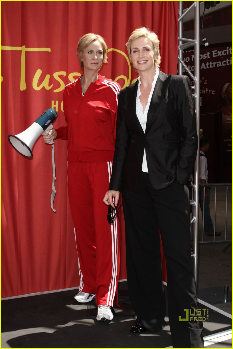 jane lynch madame tussauds sue sylvester wax figure 012471337