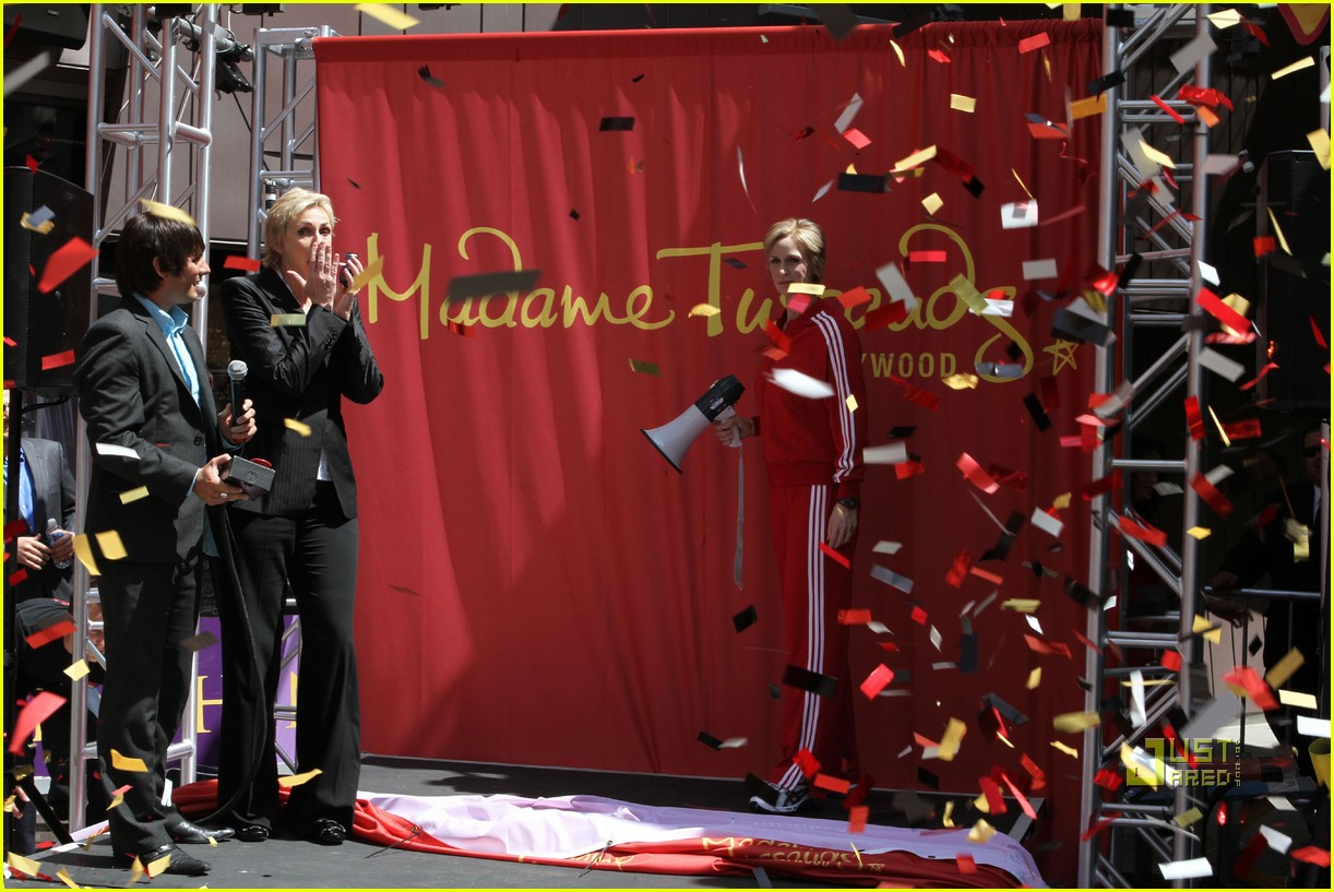 jane lynch madame tussauds sue sylvester wax figure 02