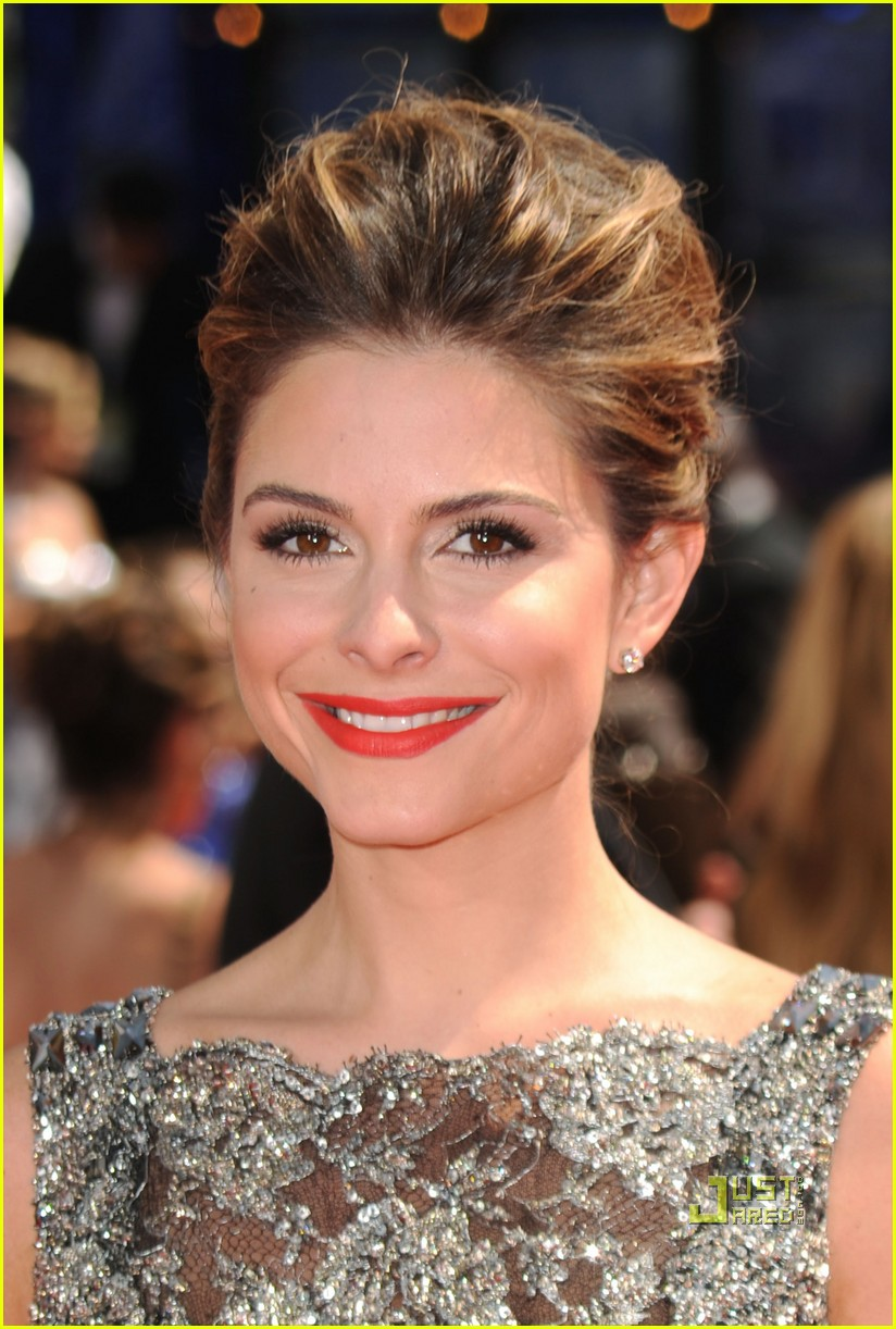 maria menounos 2010 emmy awards red carpet 012476052