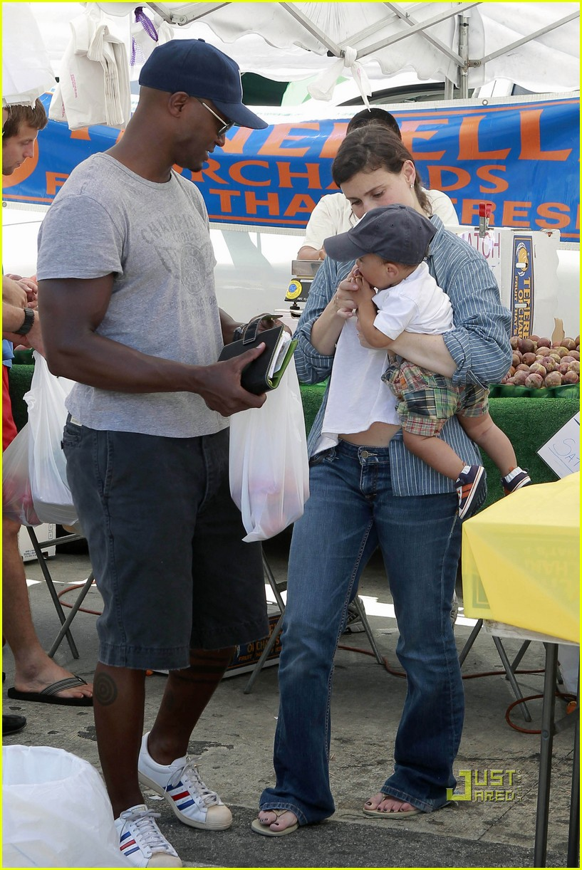 idina menzel taye diggs walker farmers market 15