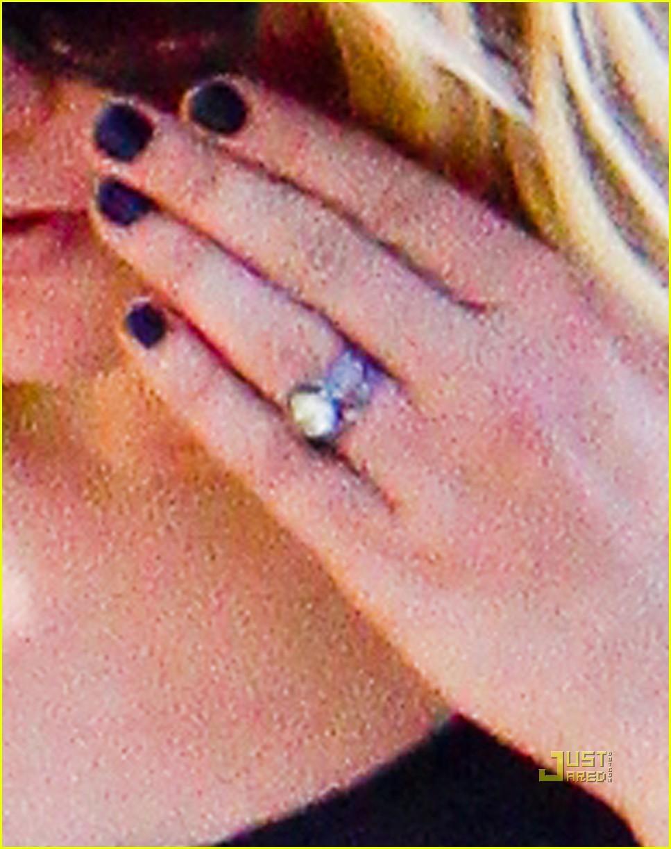 Anna Paquin: Wedding Ring Show-Off!: Photo 2474874 | Anna Paquin ...