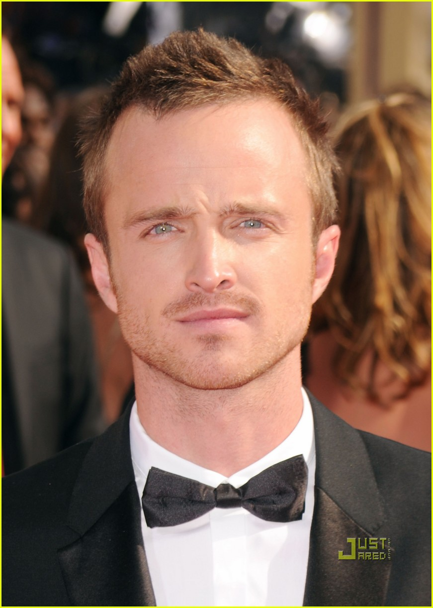 bryan cranston aaron paul emmys 2010 red carpet 02