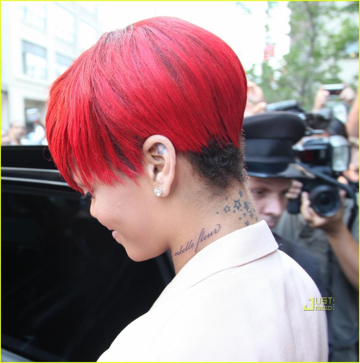 rihanna rebelle fleur neck tattoo 05