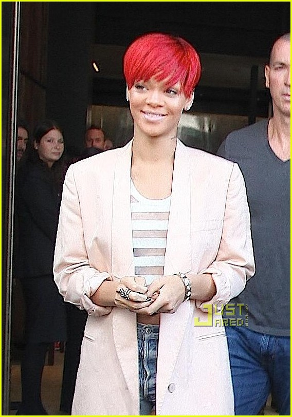 rihanna rebelle fleur neck tattoo 07
