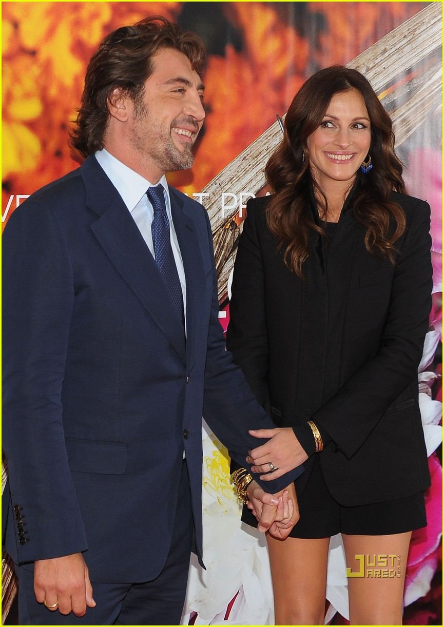 julia roberts javier bardem eat pray love premiere 102472626