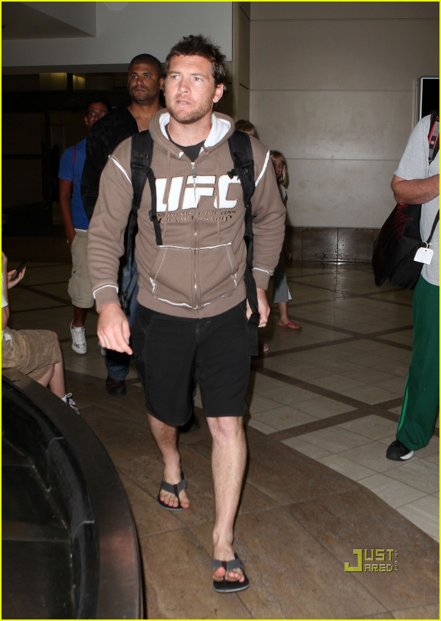 sam worthington lax airport ufc sweatshirt 092473487