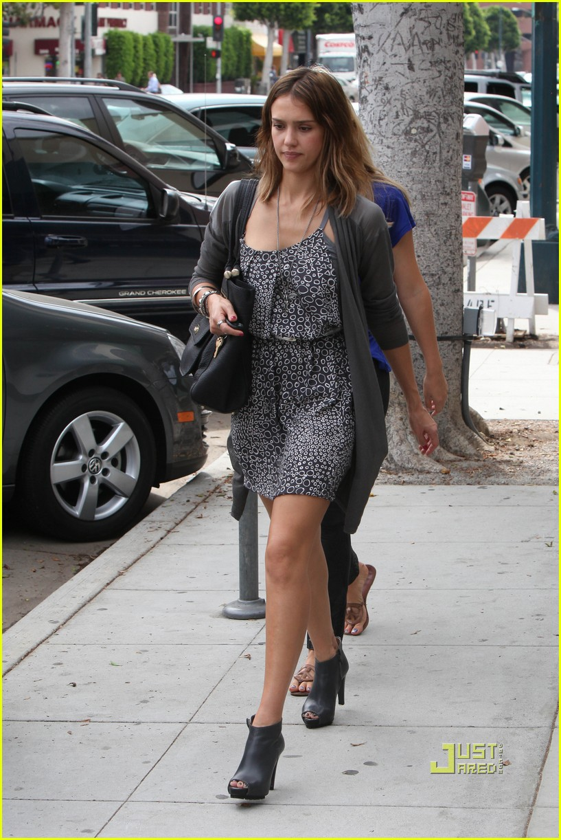 jessica alba mommy break with mom 14