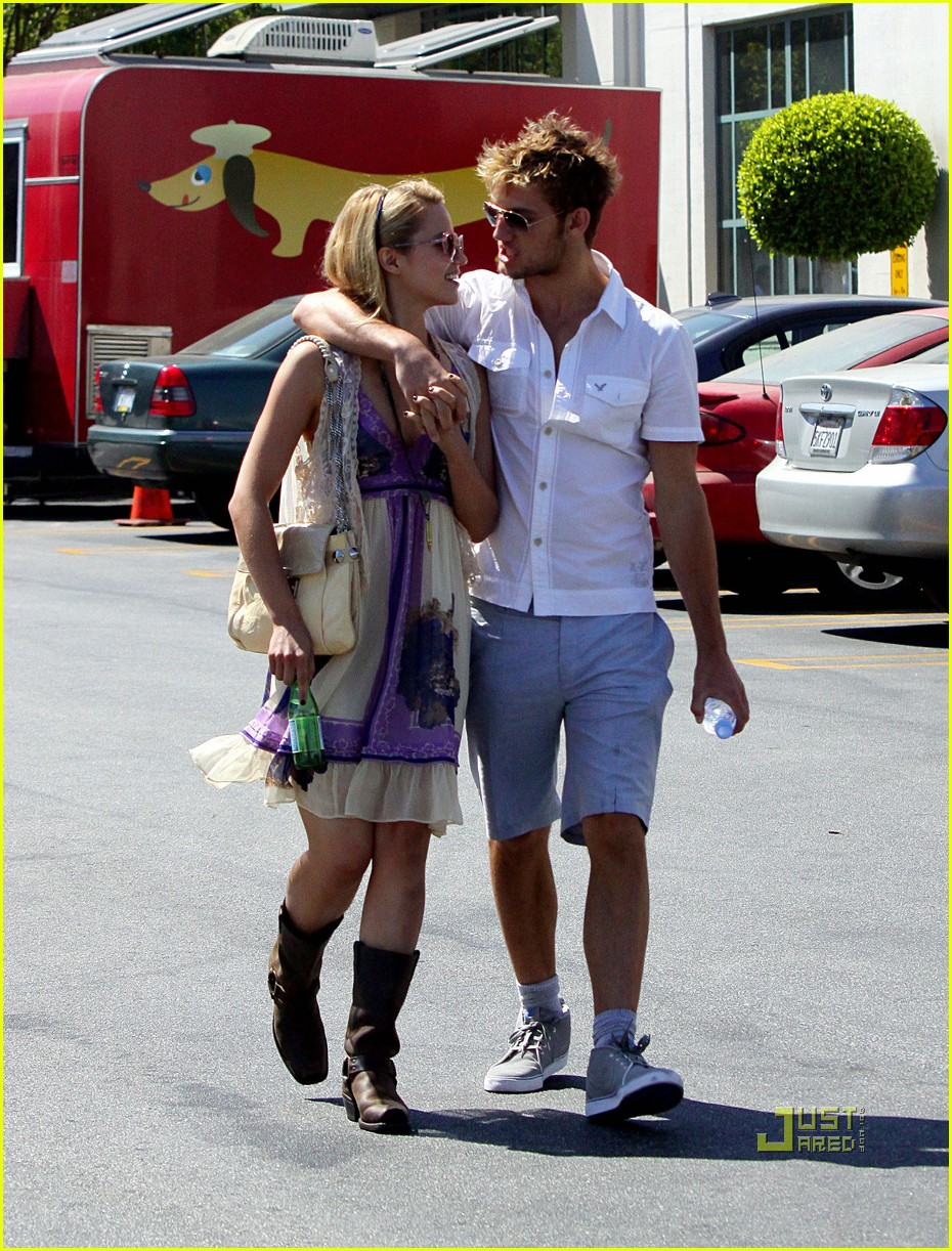dianna agron alex pettyfer beverliz cafe 15