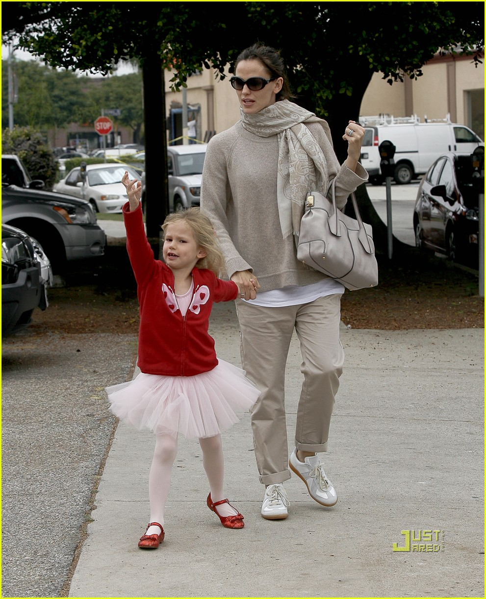 jennifer garner violet affleck ballerina beaming 202481958