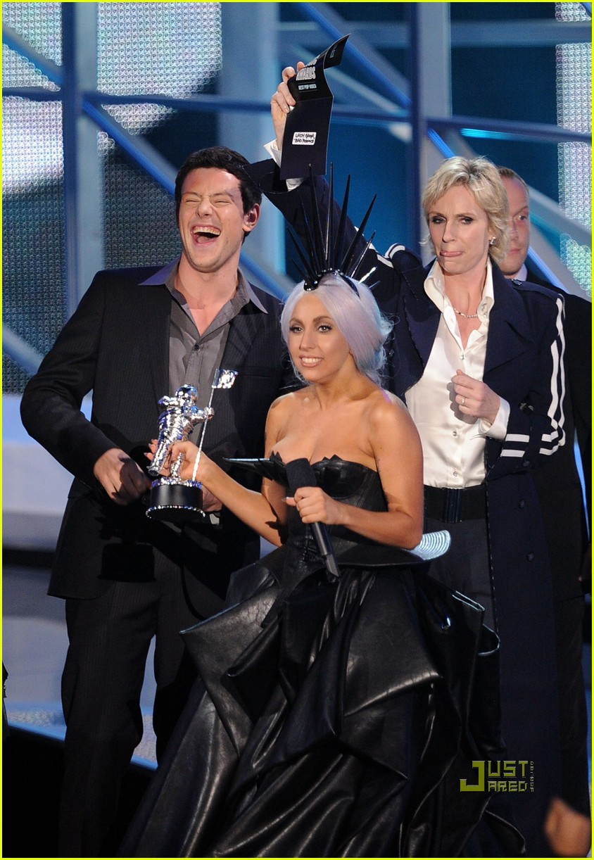 glee cast mtv vmas 2010 01