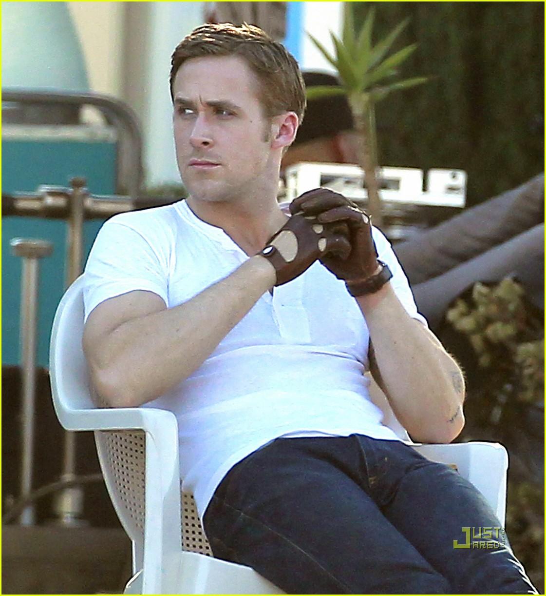 Driving gloves like ryan gosling - Ryan Gosling Christina Hendricks Drive Into The Desert Photo 2483433 Christina Hendricks Ryan Gosling Pictures Just Jared