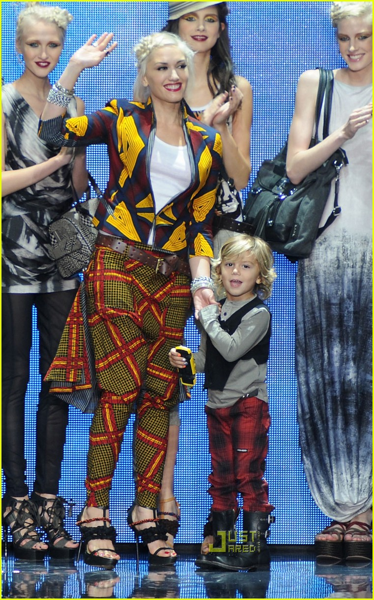 gwen stefani lamb fashion week 22