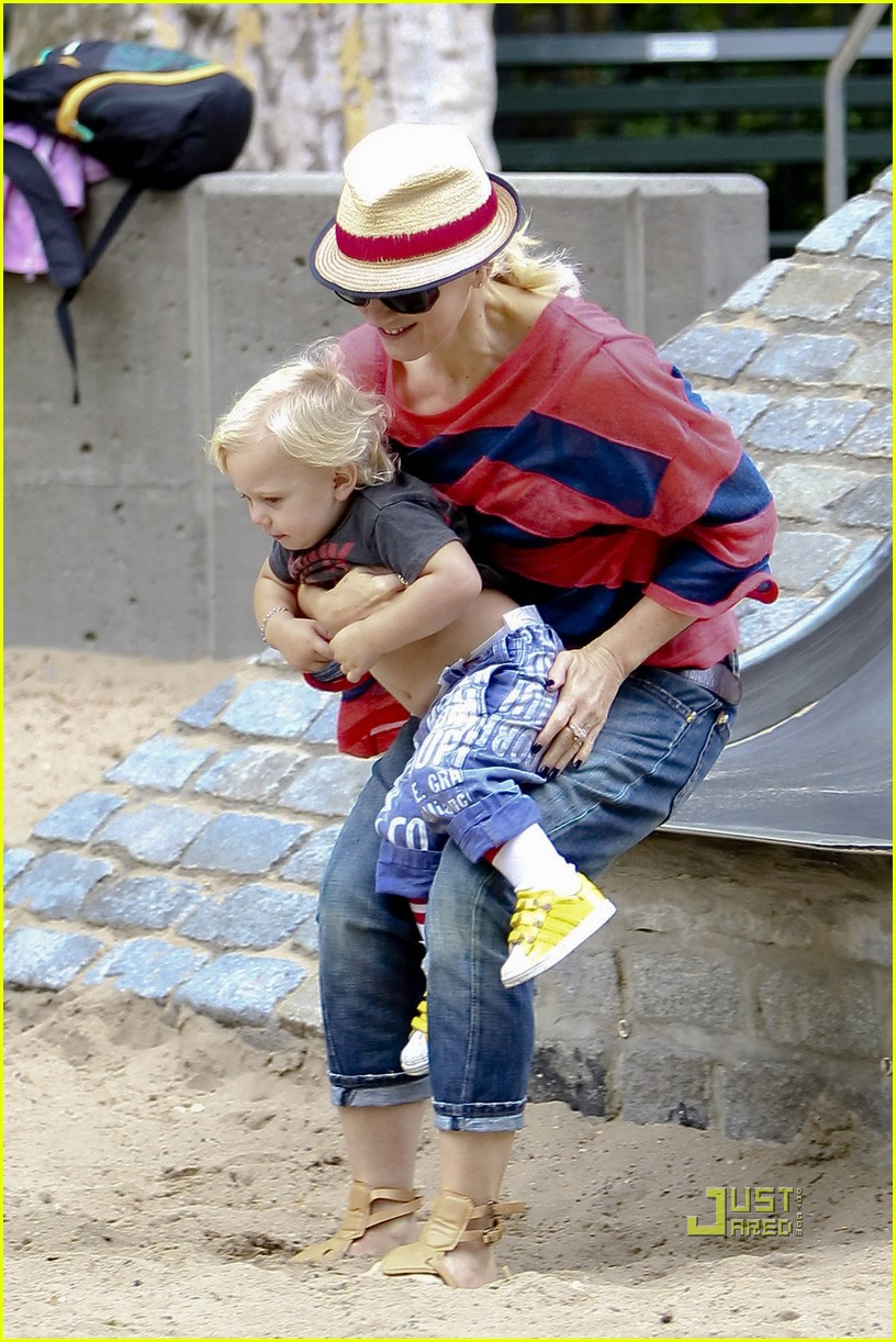 gwen stefani gavin rossdale kingston zuma park new york city 102481428