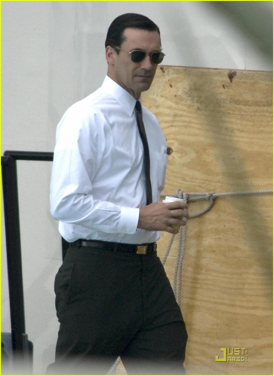 jon hamm back into madness 01