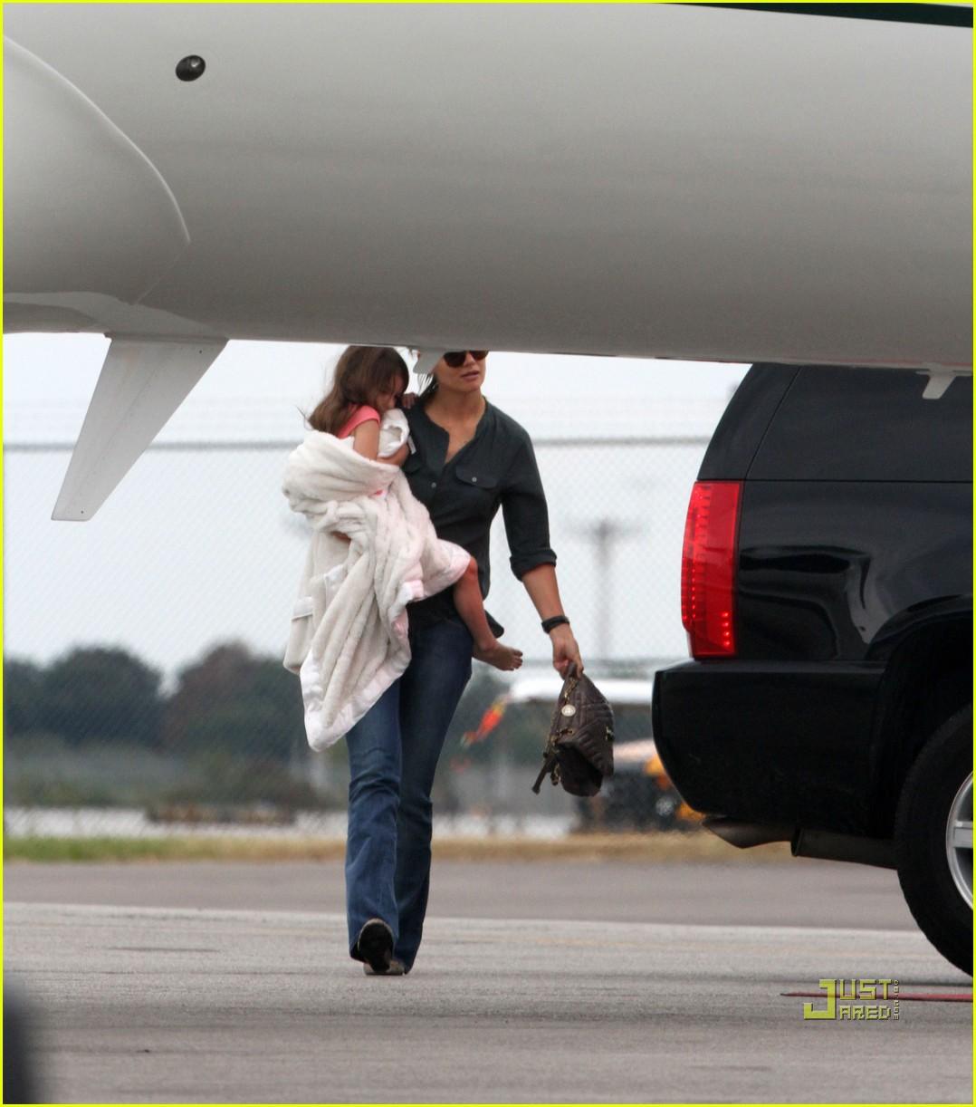katie holmes private jet 01