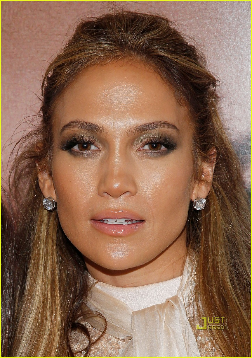 Jennifer Lopez Shares a Makeup Free Selfie Picture