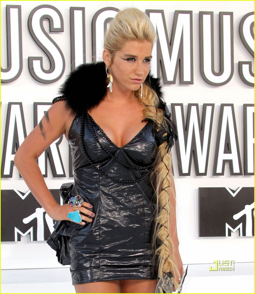 kesha vmas garbage bag dress 02