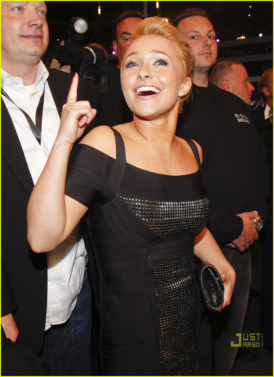 hayden panettiere cheers on boxing boyfriend 03