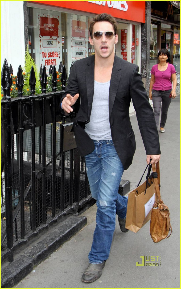 jonathan rhys meyers london shopping spree 04